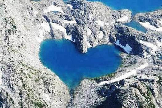 1) Shimshal Lake - Pakistan