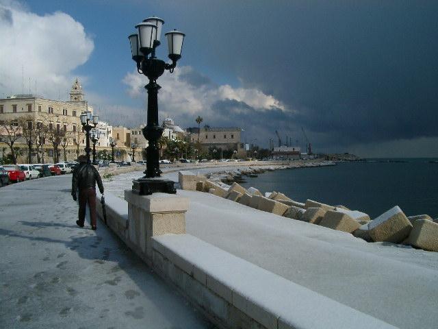Neve a Bari (8 Aprile 2003 Maresolepuglia.it)