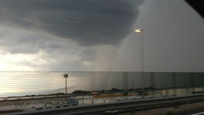 Il cono del tornado in una fotografia amatoriale