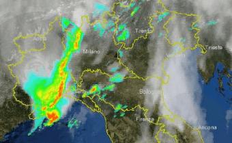 Lombardia maltempo intenso. Situazione ore 14.00 coi primi temporali sulle zone occidentali.
