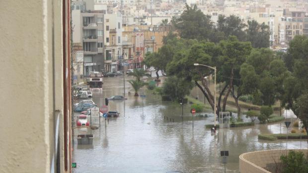 Alluvione Malta: strade ridotte a fiumi