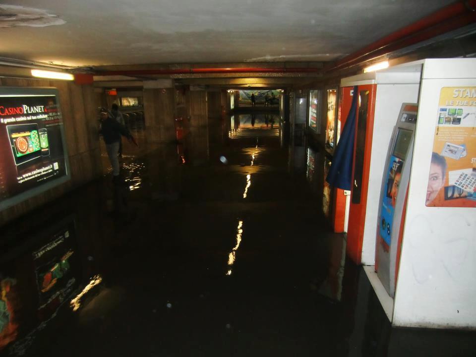 Metro Lucio Sestio , Maltempo Roma 15 Ottobre 2012