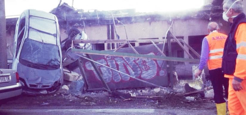 Automobili scaraventate a ridosso delle abitazioni