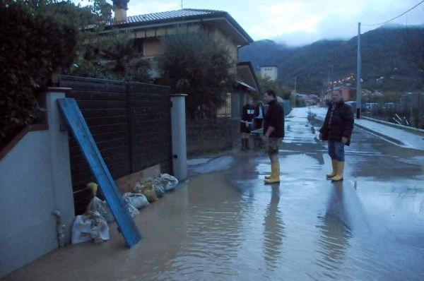 Massa Carrara, acqua nelle strade e anche nelle case (fonte iltirreno.gelocal.it)