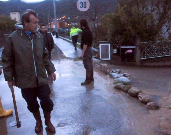 Massa Carrara, disagi per le strade per le forti piogge (fonte iltirreno.gelocal.it)