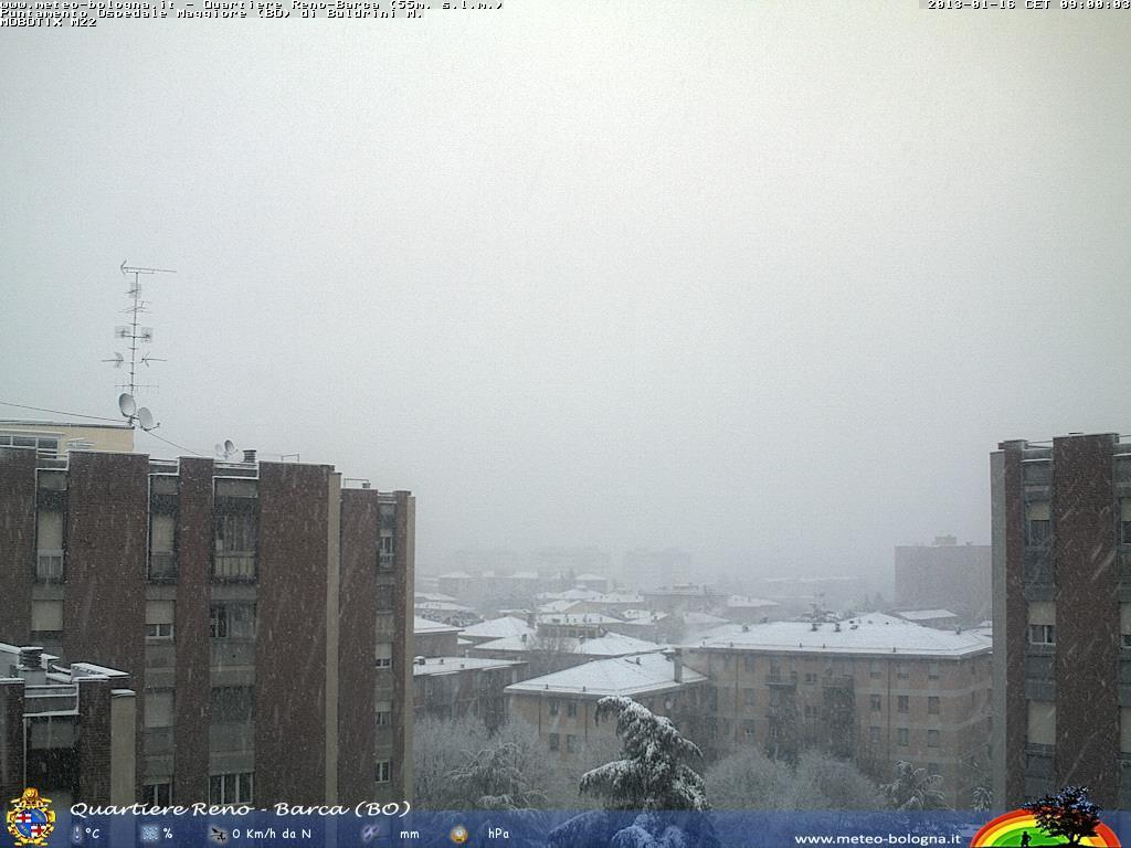 Nevica abbondantemente su Bologna