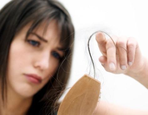 Caduta capelli: stresso amoroso prima causa per le donne