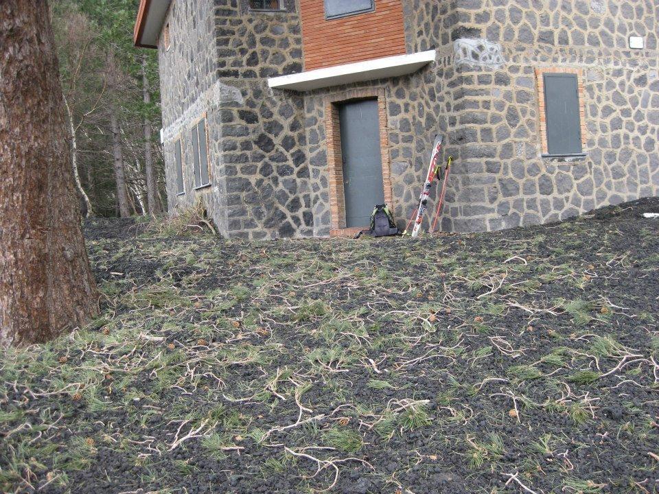 Terreno coperto di lapilli e cenere