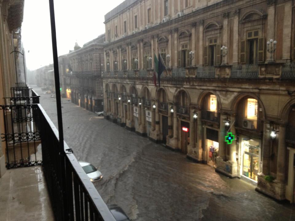 Strade come fiumi a Catania