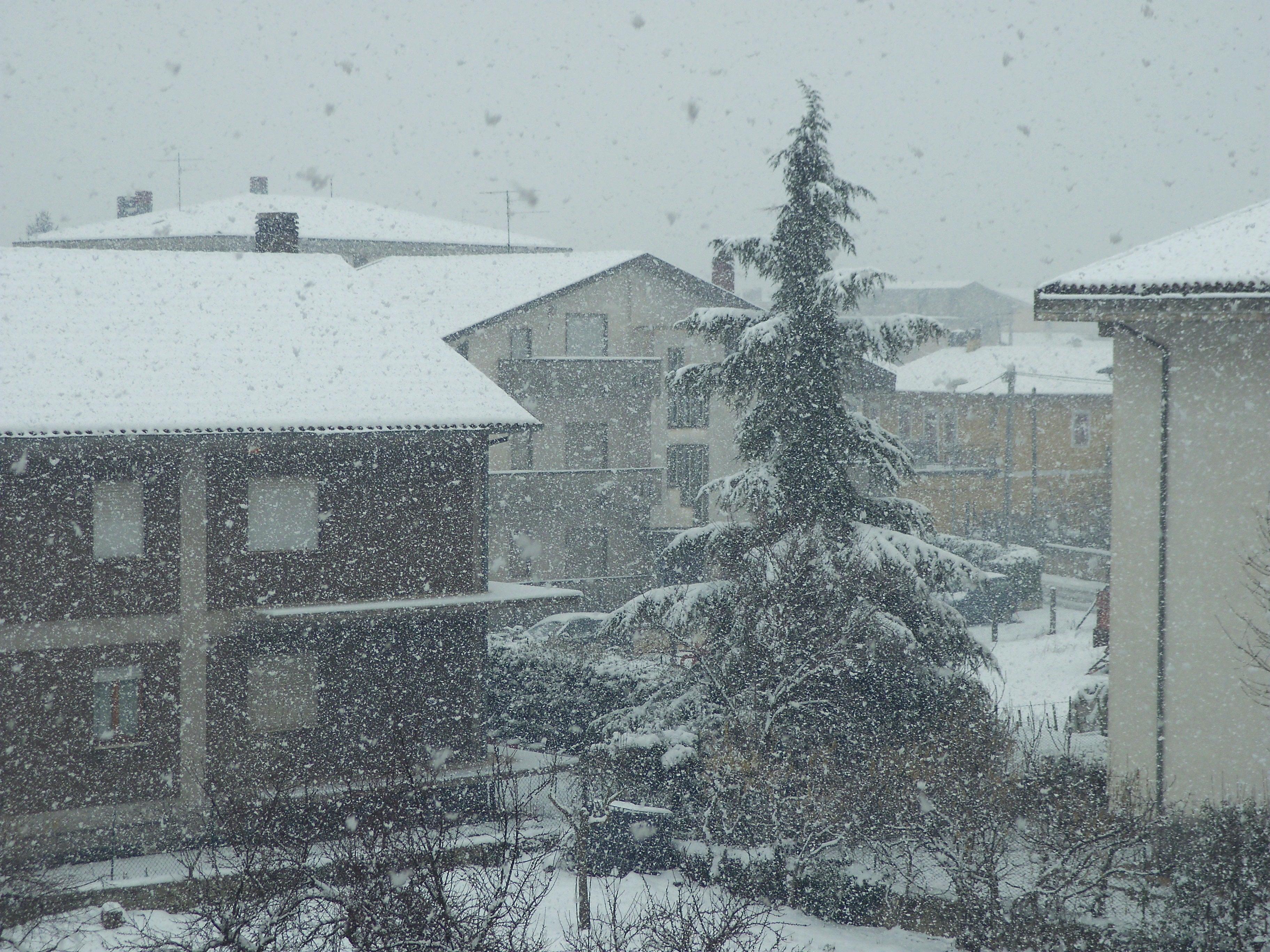 Robert Volpe - Tanta neve anche sull'Appennino centrale. Ecco Avezzano (AQ)