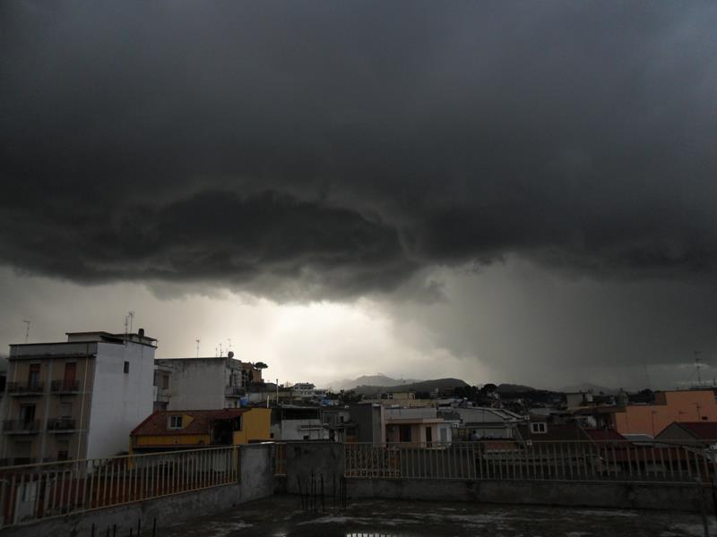 Cielo minaccioso su Barcellona Pozzo di Gotto - Foto di Valentina Torre