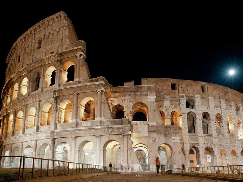 Il Colosseo di sera