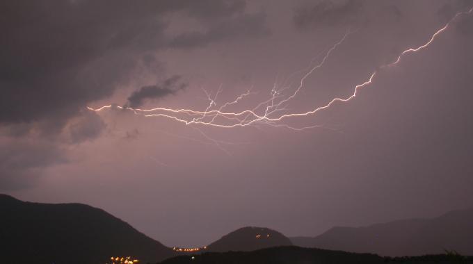 Toscana: ancora maltempo oggi, lento miglioramento domani, le previsioni meteo