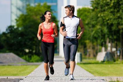 Camminare o correre? Cosa è meglio per il cuore?