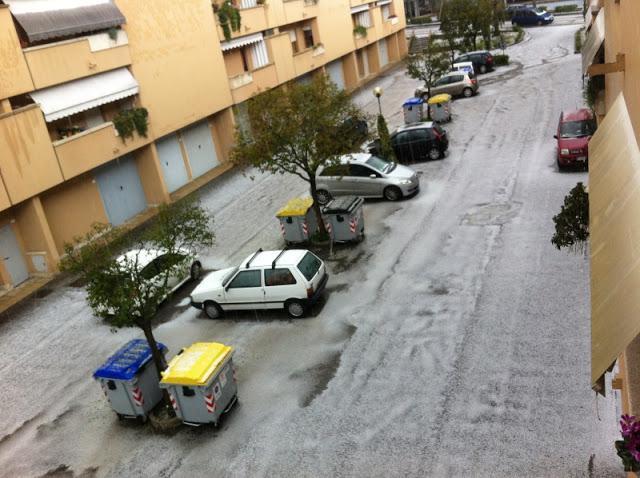 Umbria - Forti temporali si sono abbattuti nel pomeriggio sulla regione umbra. Temporale con grandine su Perugia con paesaggio imbiancato.