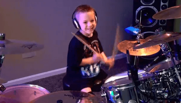 Incredibile BAMBINO-BATTERISTA. A soli 6 anni è già una rock-star!