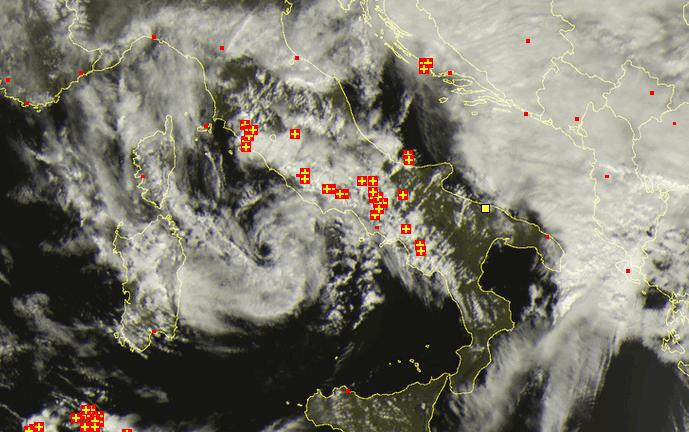 Maltempo - Proseguono le piogge e i temporali su buona parte del territorio, soprattutto sulle regioni tirreniche. Forte temporale su Roma.