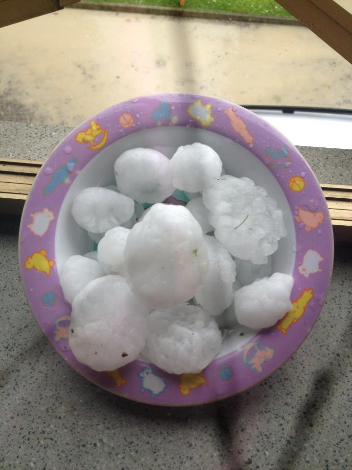 Chicchi di ghiaccio enormi