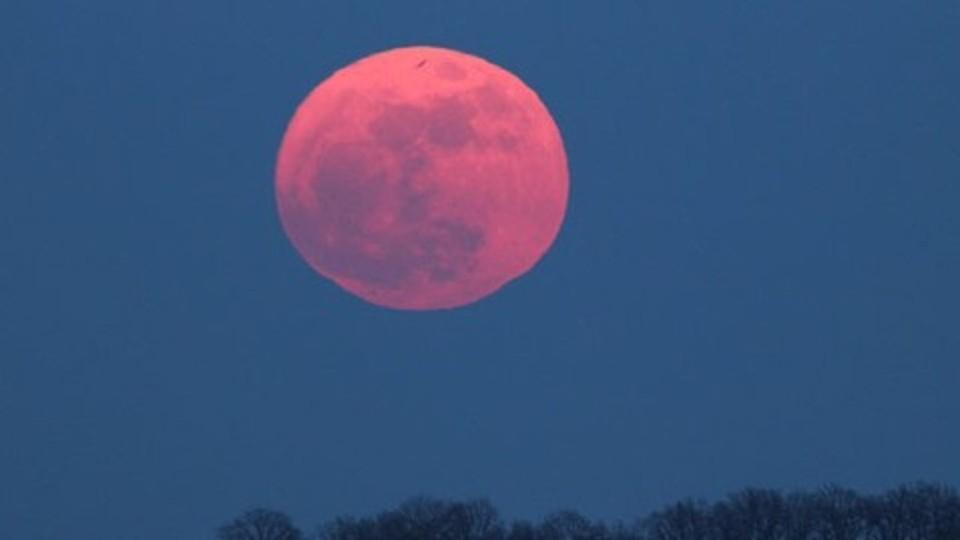 Con un pò di fortuna Sabato e Domenica potremo osservare la Luna piu' o meno così