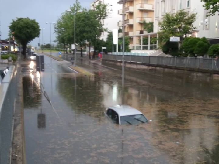 Rimini: le conseguenze del forte nubifragio di oggi pomeriggio