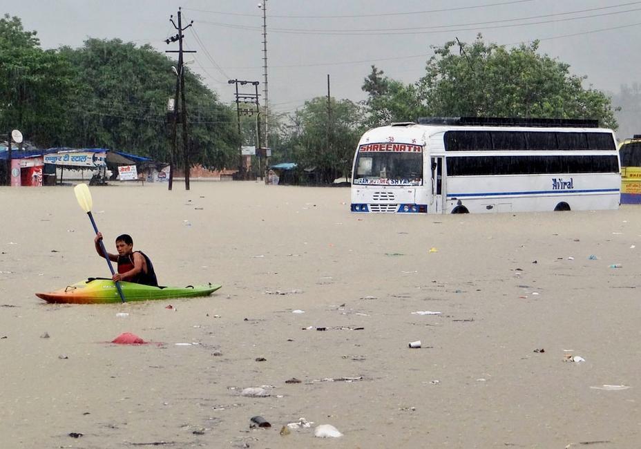 Alluvione in India: sale il bilancio delle vittime e della distruzione nell'India settentrionale