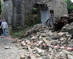 Toscana : Danni dopo la scossa di magnitudo 4.4 - Fonte : http://iltirreno.gelocal.it