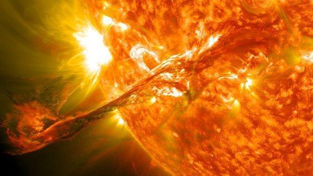 """""""L'anno 2013 rappresenta un picco del ciclo del Sole. Conseguenza: tempeste solari che sono percettibili fin sulla Terra e possono provocare importanti perturbazioni del sistema di telecomunicazione"""", spiega Michael Cottier, l'astronomo dell'osservatorio François-Xavier Bagnoud à Saint-Luc (VS)"""