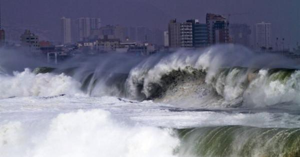Cile : Violente mareggiate colpiscono la costa