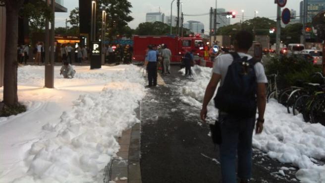 Incredibile a Tokyo - Quartiere invaso dalla schiuma