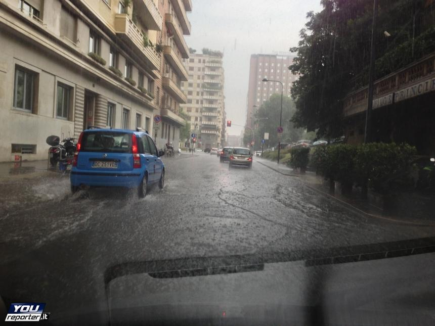 Grandine e pioggia a Milano - 10 Luglio 2013