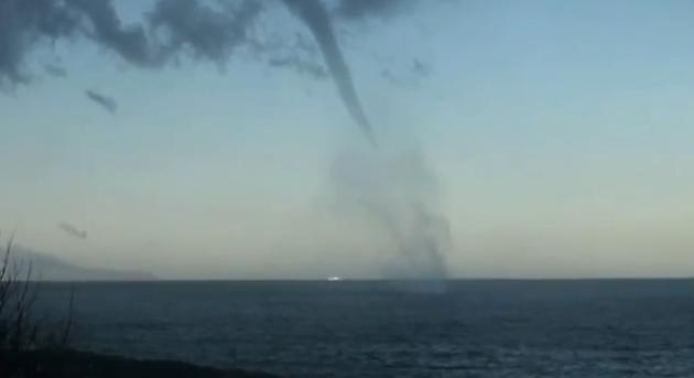 Tromba marina a largo della costa napoletana
