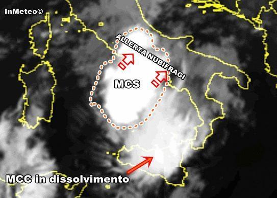MCS in arrivo tra Lazio e Campania - Allerta per possibili nubifragi