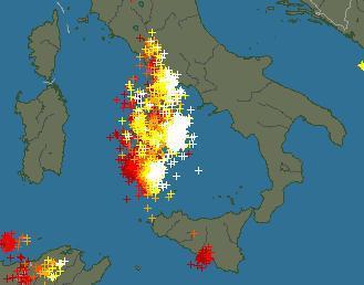 Tempesta di fulmini sul Tirreno, in dirittura d'arrivo su Lazio e Campania
