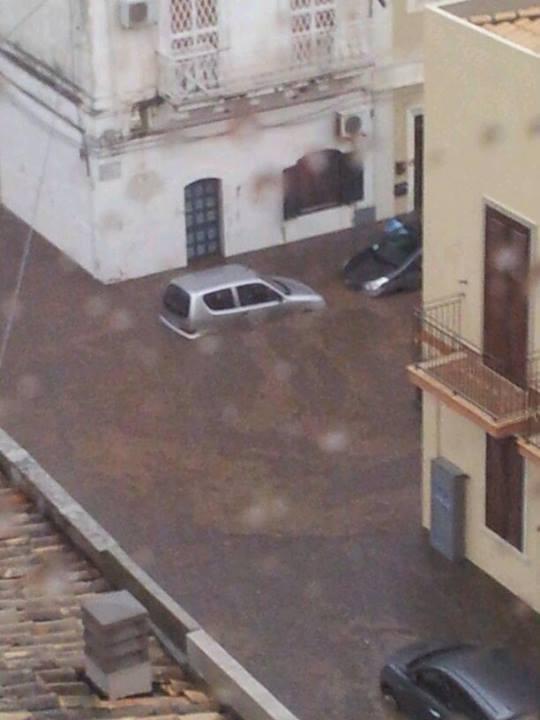Alluvione a Siracusa, strade ridotte a fiumi d'acqua