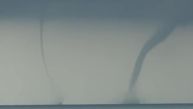 Immagine del doppio tornado marino ad Anzio