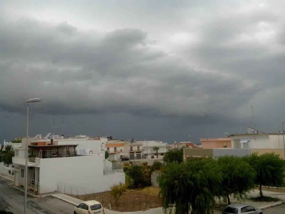 Puglia : shelf cloud immortalata ad Adelfia (BA)