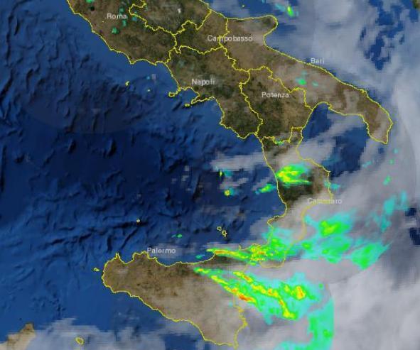 Maltempo : temporali forti in atto sulla Sicilia orientale e sullo Stretto