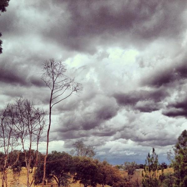 Una giornata nuvolosa a Valley Springs, in California