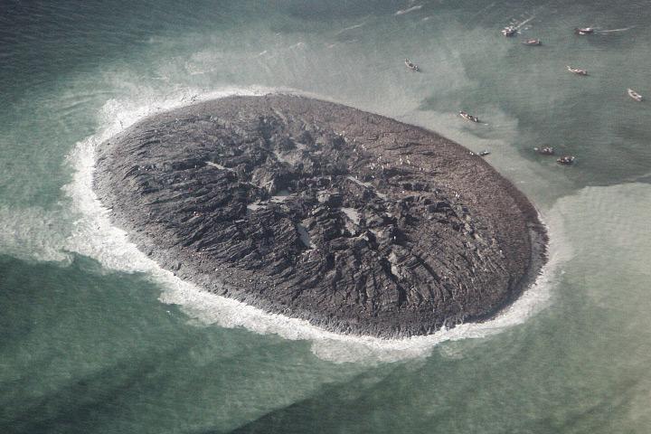 Isola composta da miscela di fango, sabbia fine, e solida roccia.