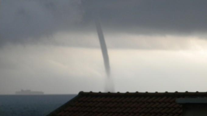 Tornado marino a Riposto (Catania): le foto del fenomeno!