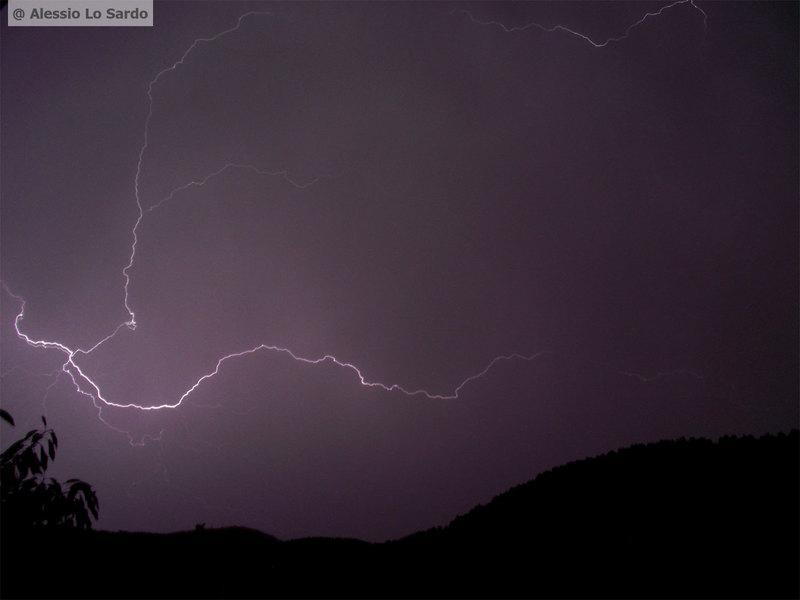 Fulmine immortalato nell'agrigentino - Foto di Alessio Lo Sardo
