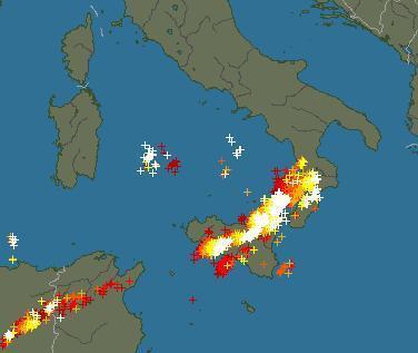 Numerosissime fulminazioni evidenziate dal Radar su Sicilia e Calabria