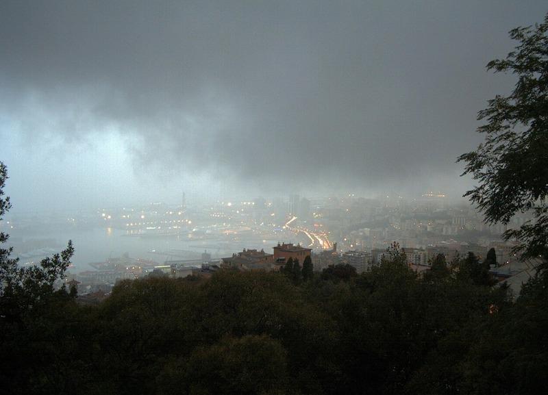Liguria : nubifragio in atto su Genova - Fonte foto CentroMeteoLigure.it