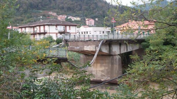 Liguria : crolla un ponte, salvata una ragazza per tempo - Fonte foto : http://www.ilsecoloxix.it