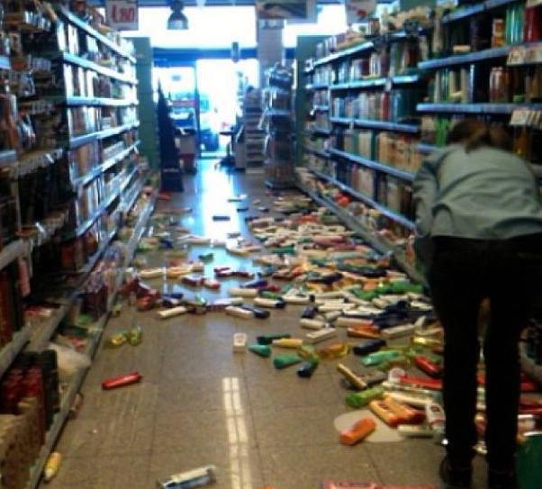 Violento terremoto in Grecia : panico fra la popolazione, ma nessun danno grave