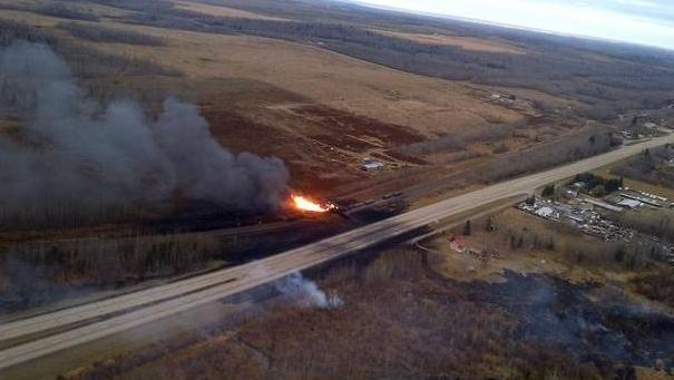 Treno contenente petrolio deraglia: grosso incendio