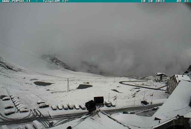 Meteo : nevica sulle Alpi. Ecco come si presenta oggi il Passo dello Stelvio