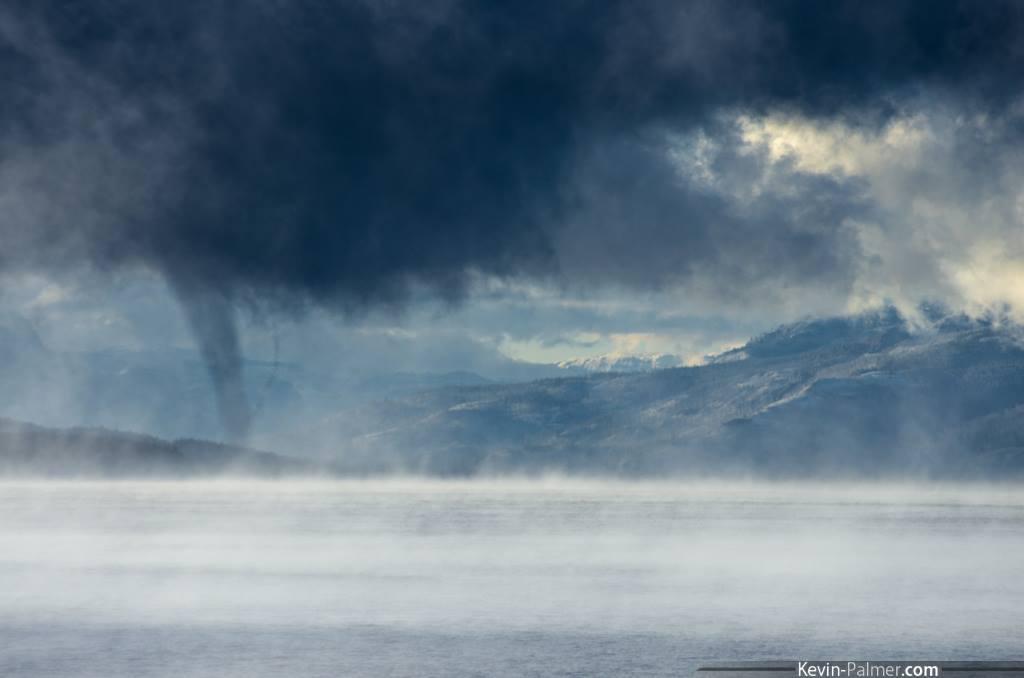 Tornado si forma sul Lago di Yellowstone - ecco la foto