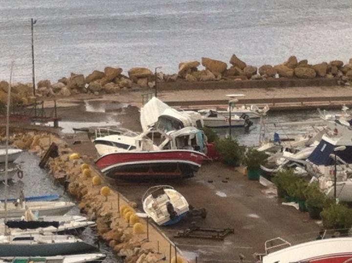 Danni della tromba d'aria che ha colpito Gallipoli oggi 19 Novembre 2013