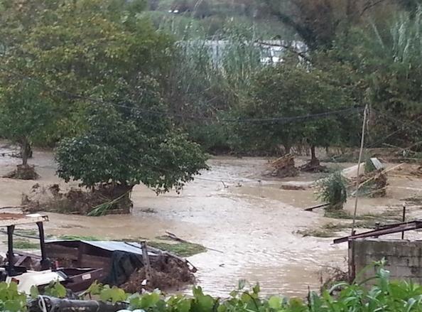 Alluvione Cilento : esondazione del Testene in più punti - Fonte foto : http://www.giornaledelcilento.it